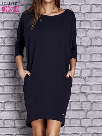 Granatowa gładka sukienka oversize                                  zdj.                                  1