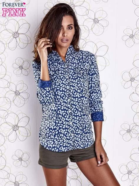 Granatowa koszula w panterkę z podwijanymi rękawami                                  zdj.                                  5