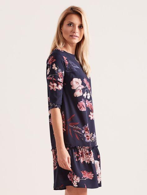 Granatowa kwiatowa sukienka z falbaną                              zdj.                              3
