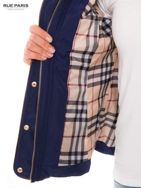 Granatowa pikowana kurtka ze skórzaną lamówką                                  zdj.                                  6