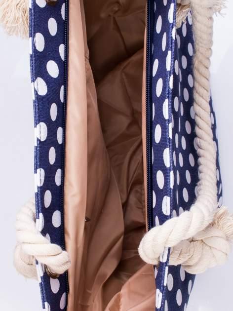 Granatowa plażowa torba w grochy na sznurku                                  zdj.                                  3