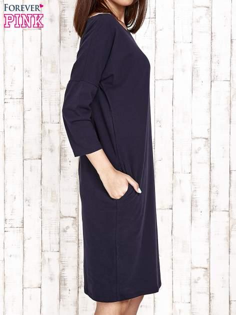 Granatowa prosta sukienka dresowa                                  zdj.                                  3