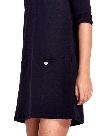 Granatowa prosta sukienka z kieszeniami                                   zdj.                                  6