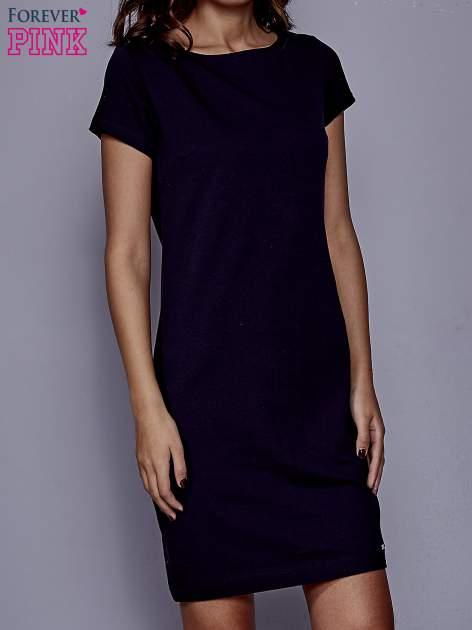 Granatowa sukienka dresowa o prostym kroju                                  zdj.                                  1