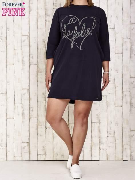 Granatowa sukienka dresowa z dżetami PLUS SIZE                                  zdj.                                  2