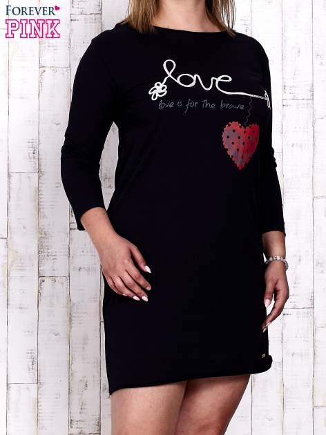 Granatowa sukienka dresowa z napisem LOVE PLUS SIZE                                  zdj.                                  1