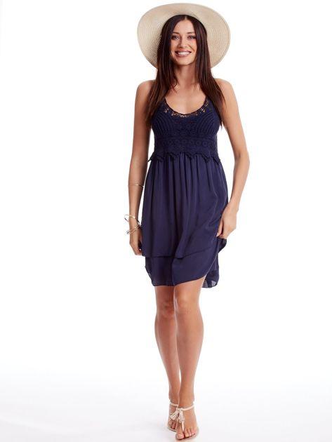 Granatowa sukienka na cienkich ramiączkach                              zdj.                              4