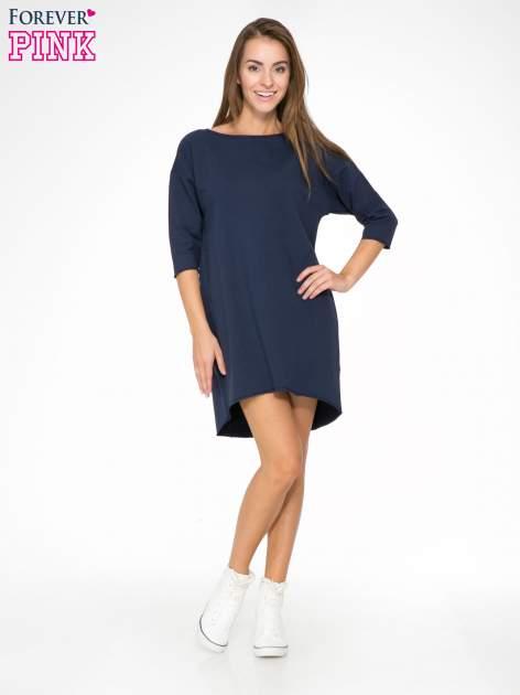 Granatowa sukienka oversize z surowym wykończeniem                                  zdj.                                  2