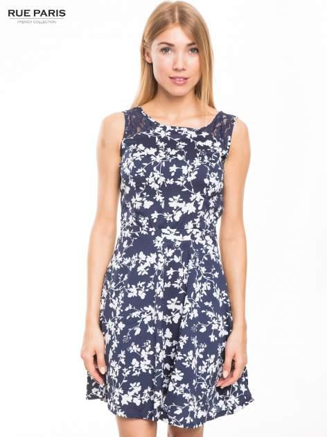 Granatowa sukienka w białe kwiaty z koronkową wstawką na górze                                  zdj.                                  1