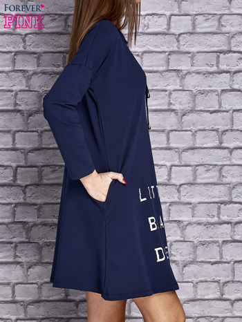 Granatowa sukienka z napisem LITTLE BLACK DRESS                                  zdj.                                  3