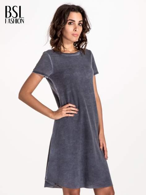 Granatowa sukienka z surowym wykończeniem                                  zdj.                                  1
