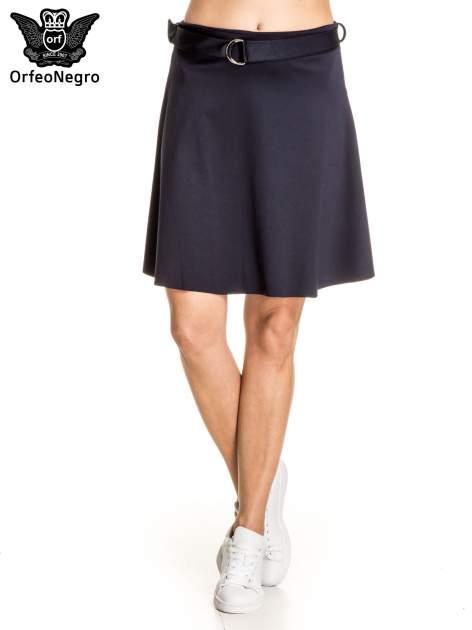 Granatowa trapezowa spódnica z paskiem z klamrą                                  zdj.                                  1