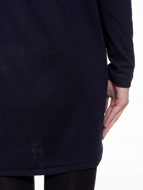 Granatowa tunika dresowa z obniżoną linią ramion                                  zdj.                                  8