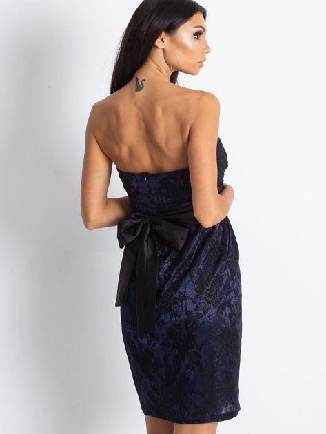 Granatowa wieczorowa sukienka z koronką i wiązaniem                              zdj.                              2
