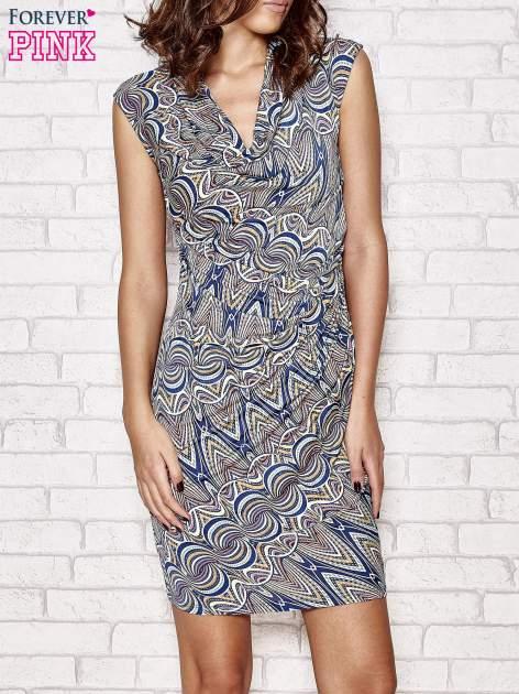 Granatowa wzorzysta sukienka z drapowaniem