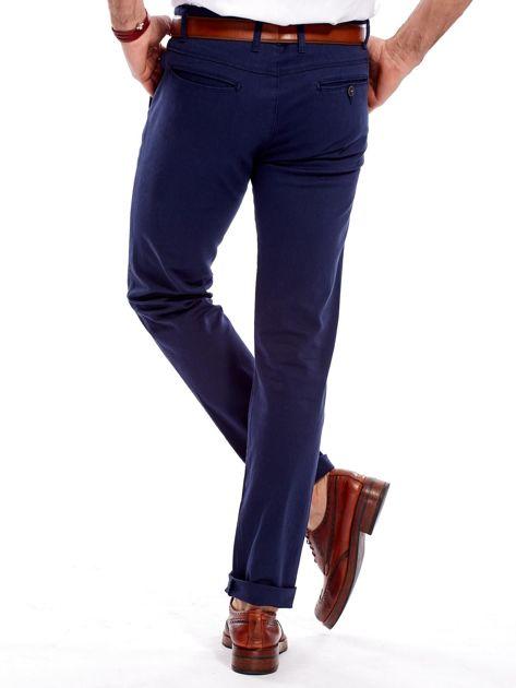 0453b0e8de86d Granatowe bawełniane chinosy męskie - Mężczyźni Spodnie z materiału ...