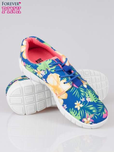 Granatowe buty sportowe textile Tropicana w exotic print na podeszwie flex                                  zdj.                                  4