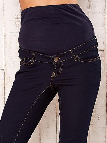 Granatowe dopasowane spodnie ciążowe                                  zdj.                                  4