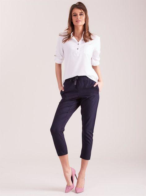 Granatowe eleganckie spodnie 7/8 w prążki                              zdj.                              4