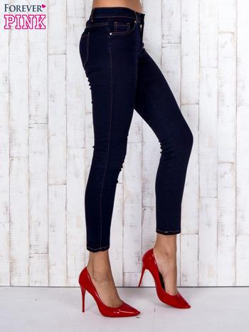 Granatowe jeansowe spodnie skinny z kontrastowymi szwami                                  zdj.                                  3