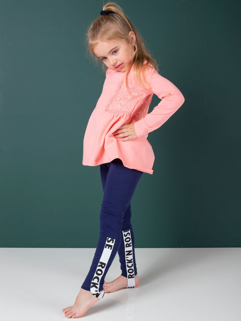 Granatowe legginsy dla dziewczynki z napisami                              zdj.                              5