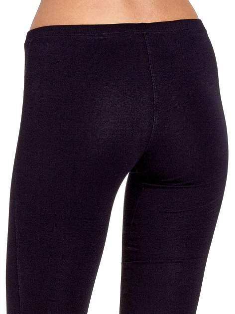 Granatowe legginsy sportowe ze szwem                                  zdj.                                  6