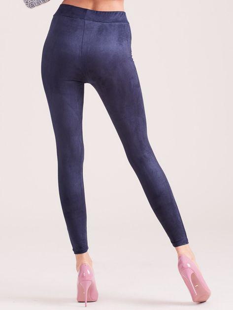 Granatowe legginsy ze sztucznego zamszu                              zdj.                              2