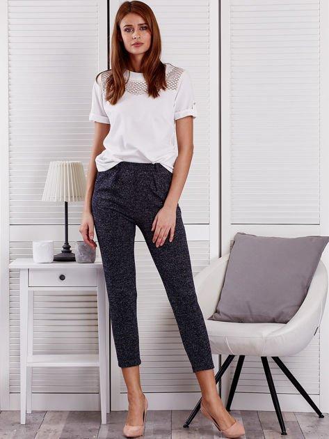 Granatowe materiałowe spodnie melange                                  zdj.                                  4