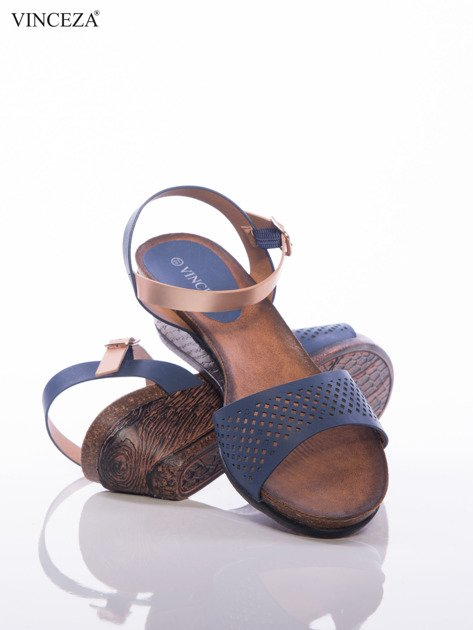 Granatowe sandały Vinceza na koturnach z ażurowym przodem i perłoworóżowym paskiem                              zdj.                              4