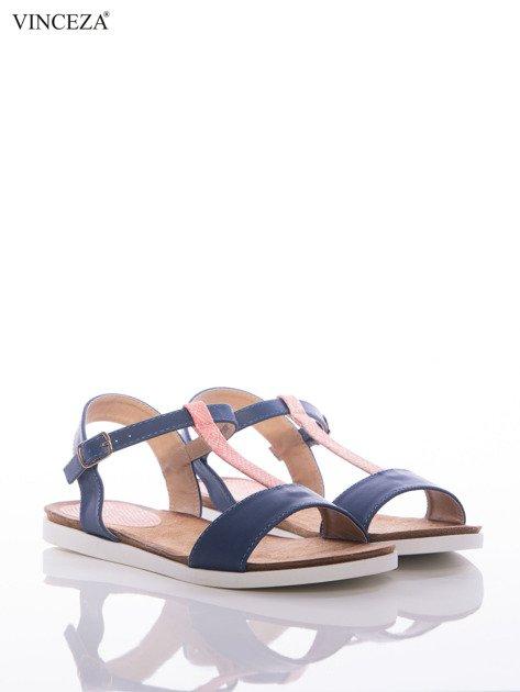 Granatowe sandały Vinceza z ozdobnym różowym paskiem tłoczonym w skórę węża                              zdj.                              2