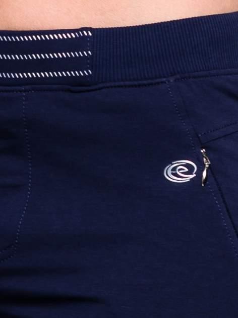 Granatowe spodnie dresowe z elastyczną gumką w pasie PLUS SIZE                                  zdj.                                  6