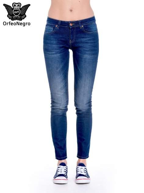 Granatowe spodnie jeansowe rurki z cieniowaniem                                  zdj.                                  3
