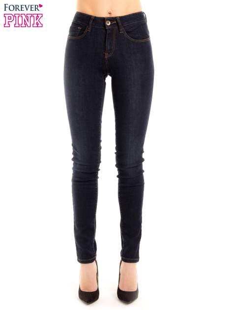 Granatowe spodnie jeansowe z wysokim stanem                                  zdj.                                  2