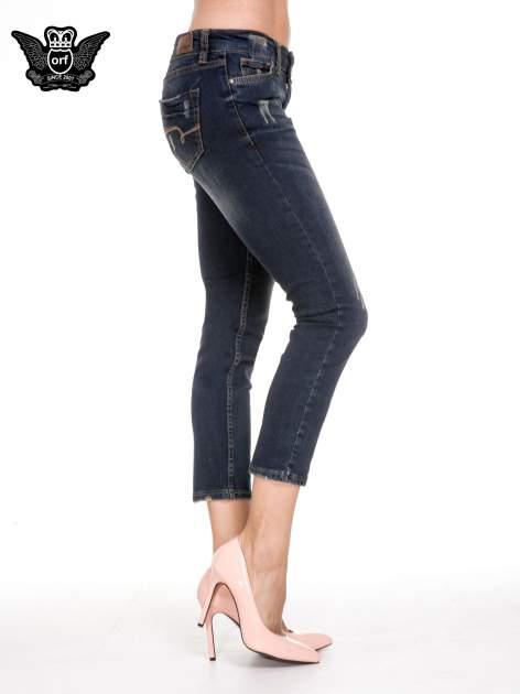 Granatowe spodnie rurki do połowy łydki z lekkimi przetarciami                                  zdj.                                  3