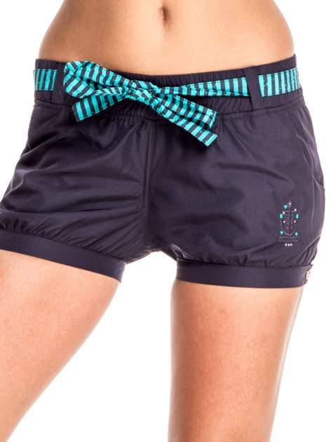 Granatowe szorty damskie w stylu marynarskim                                  zdj.                                  1