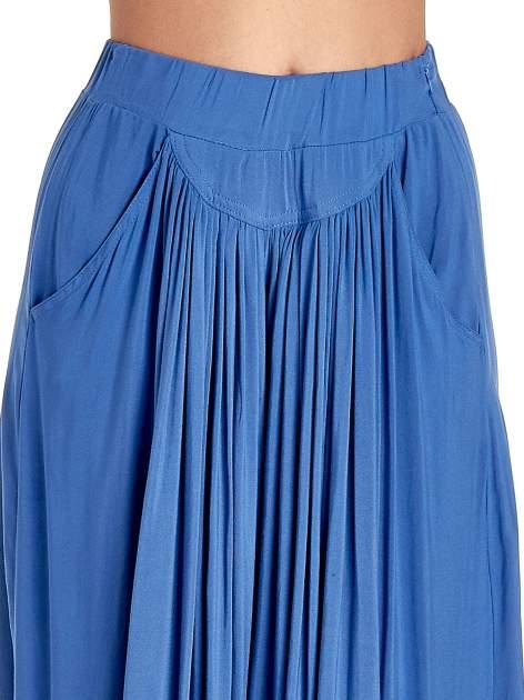Granatowe zwiewne spodnie typu culottes                                  zdj.                                  5