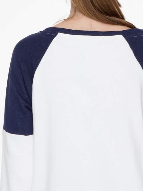 Granatowo-biała długa bluza baseballowa z numerkiem                                  zdj.                                  7
