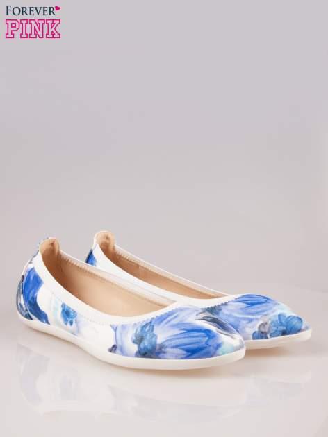 Granatowo-białe kwiatowe baleriny Lily na gumkę                                  zdj.                                  2