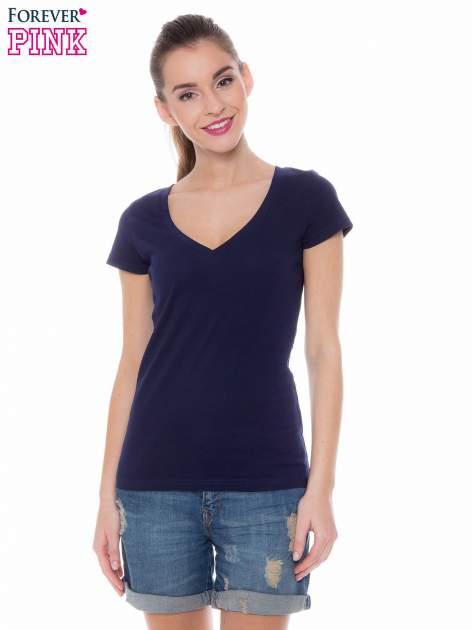 Granatowy basicowy t-shirt z dekoltem w serek                                  zdj.                                  1