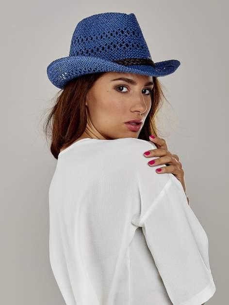 Granatowy damski kapelusz kowbojski z ciemną plecionką                                  zdj.                                  3