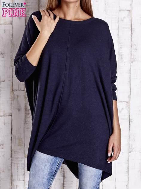 Granatowy długi sweter oversize z nietoperzowymi rękawami                                  zdj.                                  1