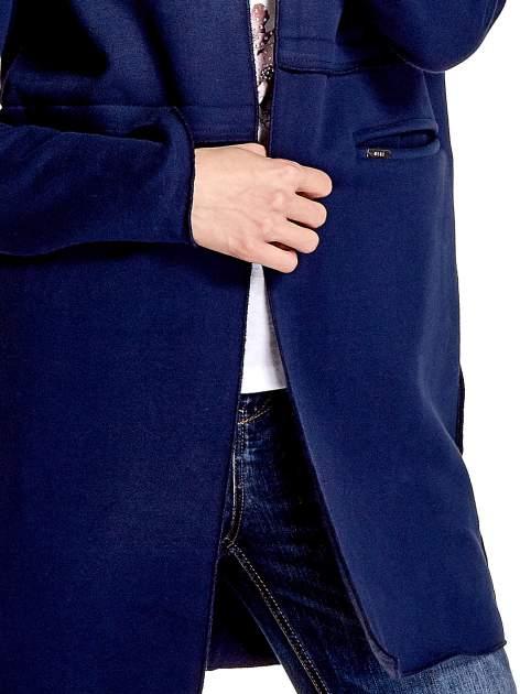 Granatowy dresowy bluzopłaszczyk o pudełkowym kroju                                  zdj.                                  5