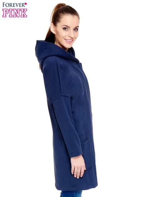 Granatowy dresowy płaszcz z kapturem i kieszeniami                                  zdj.                                  3