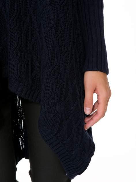 Granatowy dziergany długi sweter o kroju oversize                                  zdj.                                  8