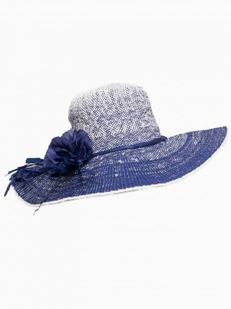 Granatowy kapelusz słomiany z dużym rondem i kwiatem                                  zdj.                                  4