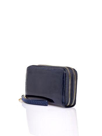 Granatowy lakierowany portfel z uchwytem na rękę                                  zdj.                                  2