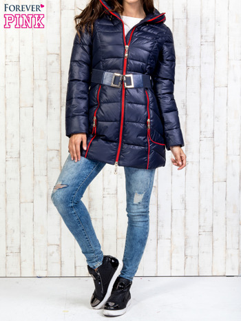 Granatowy płaszcz z paskiem i kolorowymi suwakami                                  zdj.                                  7