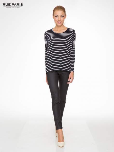 Granatowy sweter w białe paski o kroju oversize                                  zdj.                                  2