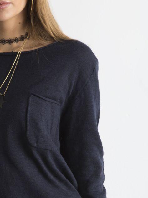 Granatowy sweter z kieszonką                              zdj.                              6