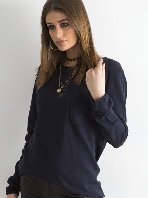 Granatowy sweter z kieszonką                              zdj.                              3